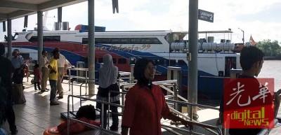 开往浮罗交怡的 Bahagia 99 客船,因为滑轮喷射式推进器着火而被迫取消行程。