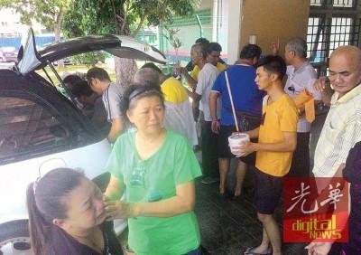 陈孝恒家属前往诗布朗再也医院办理领尸手续。