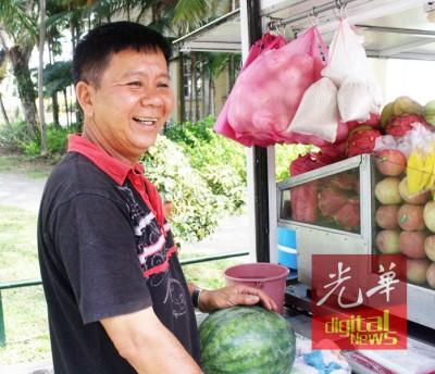黄明发:贴近2、3到,都无卖木瓜了。
