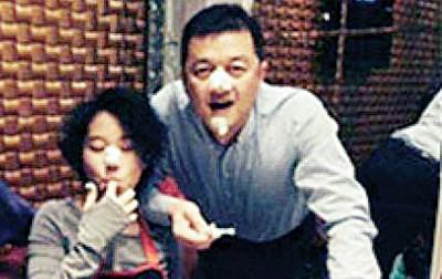 童童及前继父李亚鹏干一直很好。