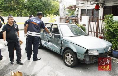 警方在追捕期间开枪射击嫌犯,子弹打破车子挡风镜。