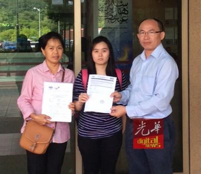 张志坚(右起)带领陈意婷和母亲前往布城高教部总部,处理入大学上诉程序。