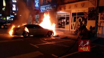 商贩的马赛迪房车遭人纵火,思想不明。