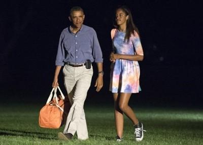 玛丽雅(右)过去亦曾跟父亲欧巴马(左)到麻省小岛度假。
