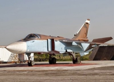 叙利亚政府军苏-24空袭库尔德族部队。