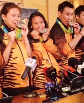 """李宗伟退下奥运舞台,潘德蕾拉(左3)等运动员被寄望在下届东京奥运继续为大马""""冲金""""。"""