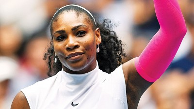 """塞丽娜威廉斯坐307大刷新了""""阴金刚""""奉夫拉蒂诺娃保持的女人球员大满贯最多胜场纪录。"""