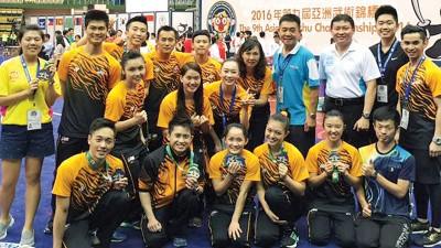 在本届亚洲赛成绩亮眼,大马武术队欢乐合影。