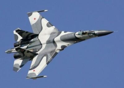 与危险拦截美侦察机同型的苏27战机。