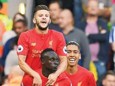 利物浦进球三功臣:马内(前)、拉拉纳(中)及菲尔米诺(后)。