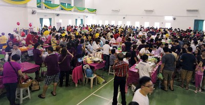 """""""爱心献佛义素食园游会""""吸引了逾千名民众参与。"""