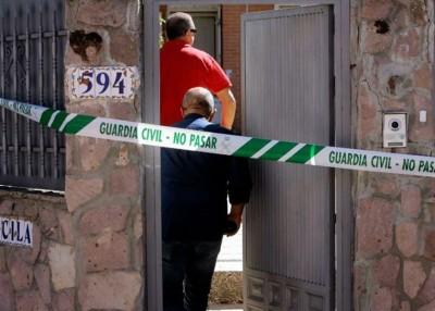 警员进入凶案现场。
