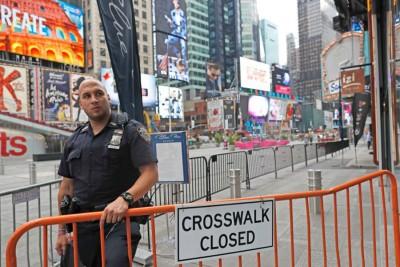 纽约曼哈顿发生炸弹爆炸后,现场附近仍留有警员守卫。