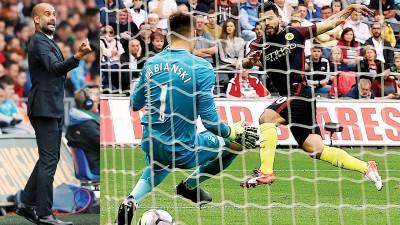 瓜迪奥拉成为第二位英超处子赛季率队取得开局联赛6连胜的主帅。阿奎罗(右)破门瞬间。