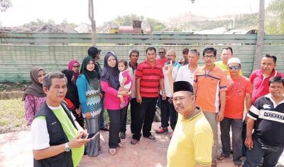 峇都加湾居民指炸石厂炸石传出巨响。