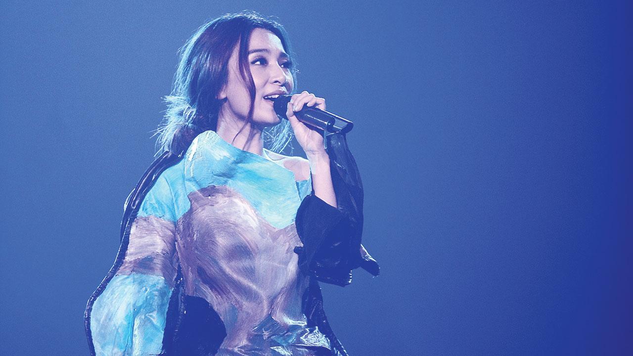 Hebe唱到广州,遇到歌迷在她演唱会看Ella直播,狠瞧此举白目踩到她的底线。