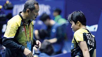 黄达明(左)目前是吴堇溦(右)的教练。