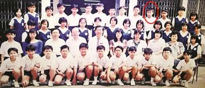 蒙看好是小学六年级的李宗伟?答案是后排右4。