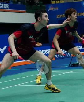 李龙大(右)和柳延星主场出击,在两人搭档绝唱之际勇闯韩国公开赛半决赛,逼近蝉联冠军的完美句点。