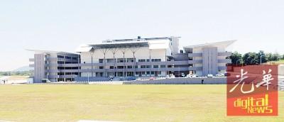威南日新国民型中学接受威南县7所各20%小六合格毕业生报读。