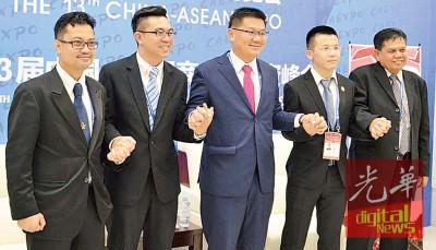 林万锋(左3)当,东博会晤展示轮流在东盟国家举行,拿助长让中国-东盟的涉及还紧。