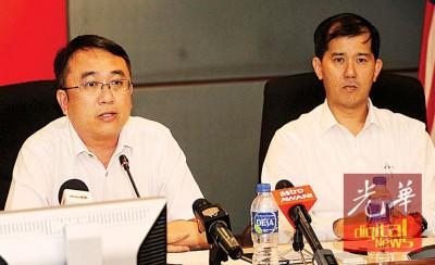 梁德明(左起)在杨锦成陪同下召开新闻发布会,向丘光耀提出正式挑战。