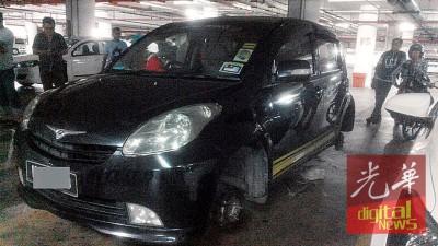 一辆停泊在大年广场停车场的汽车4粒轮胎,被人窃走。