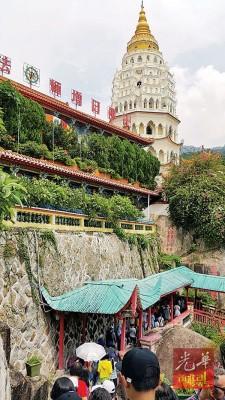 不少外州游客及学生喜欢在公假及假期期间,到访极乐寺。