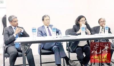 大马律师公会汇报会;左起史提芬迪鲁、梁肇富、赛雅玛及达鲁玛。