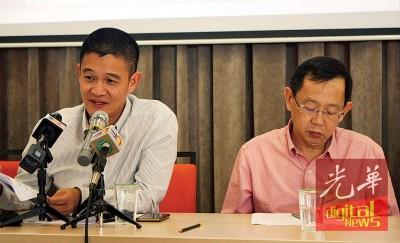 庄厥成(左)在记者会强调,乔治市有需要在文化遗产保护和持续发展之间保持平衡,旁为陈显裕。