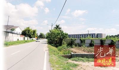 武吉淡汶芭头居民坚决反对外劳村建在密集的住宅区内。右边围着的是外劳村计划地点。