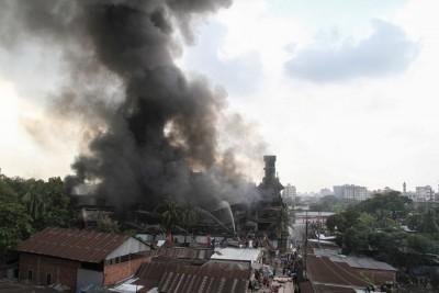 锅炉爆炸引发大火。