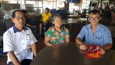 沈耀权与李仁钟(右)呼吁任何认识该名老妇亲人们的民众,提供资料,以助其申请身份证。