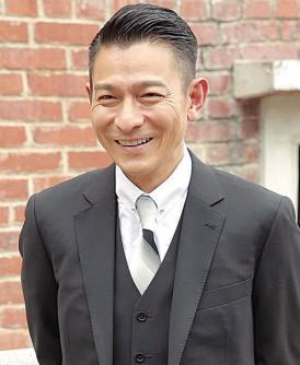 """华仔主演的新片《追龙》在香港开机,他现场否认老婆""""怀二胎""""传闻。"""