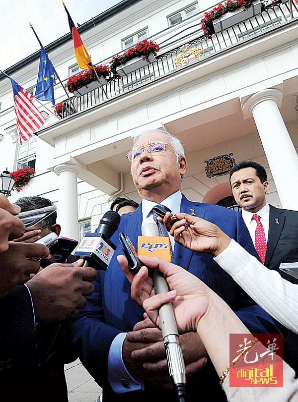 纳吉结束德国之行之际,向媒体发表谈话。