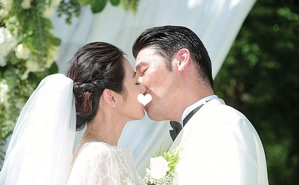 陈怡蓉和老公甜蜜接吻。