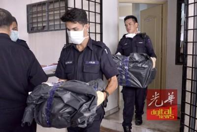 警方消息指,死者谢兴顺生前涉嫌虐待子女,相信他是在亲手杀害子女后内疚自杀。