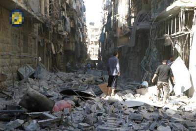 阿勒颇遭受空袭,不少建筑物成为废墟。