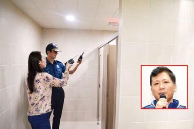 警察在仁川游泳队训练中心进行调查。小图为韩国国家游泳队主教练安钟泽被逼辞职。