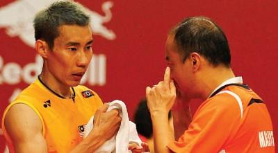 叶橙万(右)预料会与李宗伟再续师徒缘一段时间。