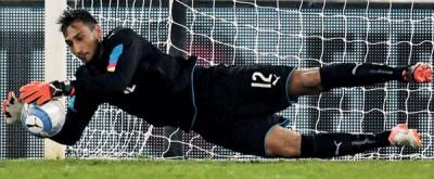 年仅17岁的吉安路易吉·多纳鲁马在意大利对法国的友谊赛中替补布丰出场,成为蓝衣军团历史上最年轻的出场门将。
