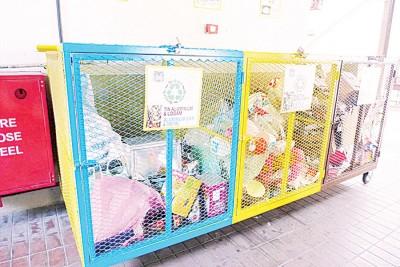 吉打律人民组屋在底层置放回收箱,以作为垃圾源头分类计划。