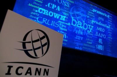 美国正式把互联网域名管理权移交给ICANN。