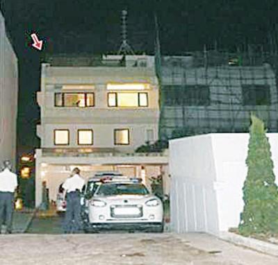 张国荣旧居遭窃贼闯入,公安部不散窃贼是经过隔壁栋整修时搭建的棚架爬上楼。