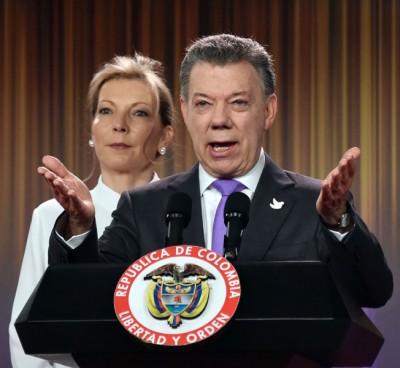 桑托斯获奖后,一头妻子发表演讲。
