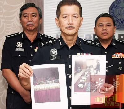 颜天记展示警方在行动中起获的物品包括草药油。