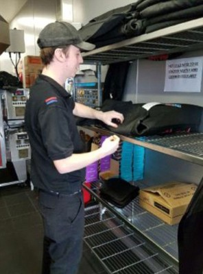 弗莱明曾替比萨店打工,时薪仅有10澳元(约32令吉)。