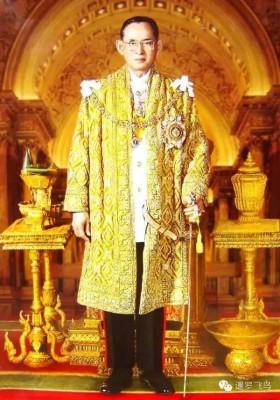 普密蓬于1946年继承王位,迄今长达70年。