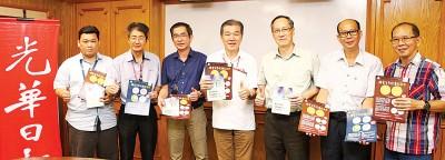 (右起)郑友祥、许业榆及胡万奔拜访本报,并获得王平松、白裕斌、邱智坚及陈国雄的欢迎。