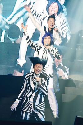 草蜢的经典歌曲而《失恋》、《宝贝对不起》、《Lonely》相当,都让歌迷跟着大合唱。